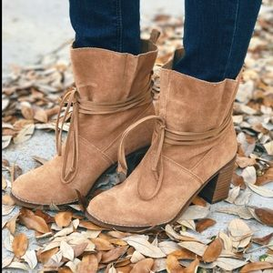 Toms Mila Boot, Toffee Suede, Size 9.